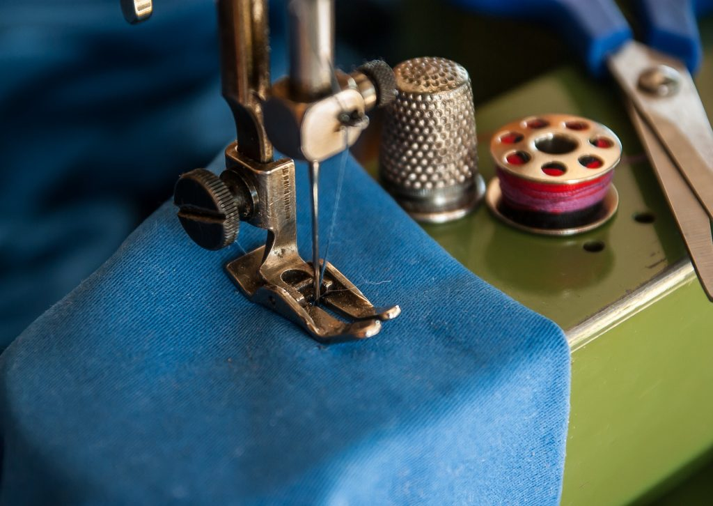 sewing-machine-1369658_1920